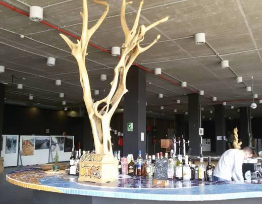 Halboffene Lounge an der Muelle Uno